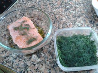 cómo conservar eneldo fresco para hacer salmón al horno con aroma de eneldo