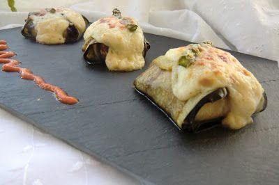 presentación con salsa de tomate berenjenas rellenas con trigueros y champiñones portobello